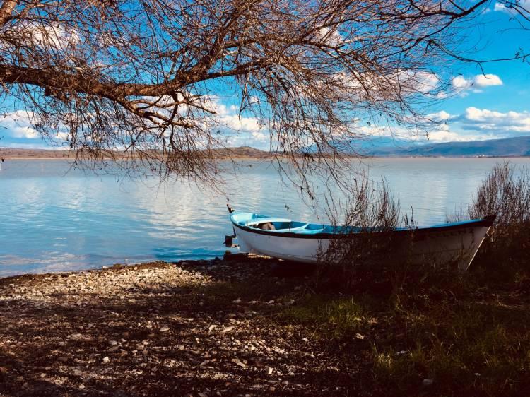 kayık ve göl